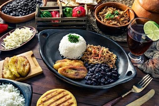 Bibliopolys – Cocina tradicional Latinoamericana y algunos relatos históricos